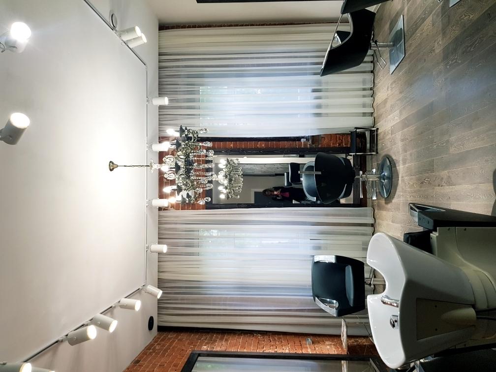 Салон красоты с шоу-румом Премиум-класса в стиле ЛОФТ Купить 13